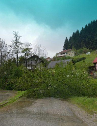 2.5.2016-Poplave, prekrivanje strehe
